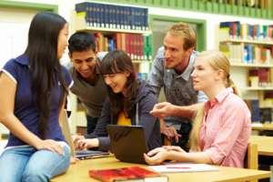 Kleingruppe beim lernen