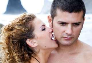 unglücklich aussehender Mann und eine Frau
