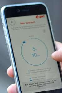 Apps und elektronische Gadgets erleichtern den Alltag und helfen, zum Beispiel die Energiekosten besser zu managen. Foto: djd/E.ON
