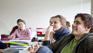 Guter Überblick: Das Philosophiestudium an der Alanus Hochschule soll ganzheitliches Denken und Handeln vermitteln. Foto: djd/Nola Bunke